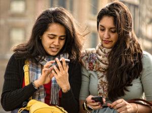 dívky s mobily