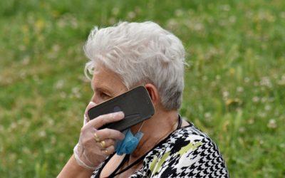 Podcast Dary života: Podpora seniorů v nelehké době – rozhovor s vedoucí linky pro seniory ELPIDA